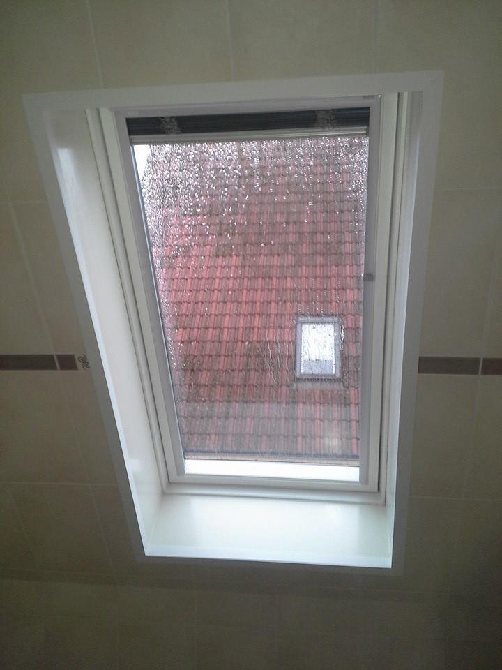 Velux dakvenster geplaatst in een badkamer